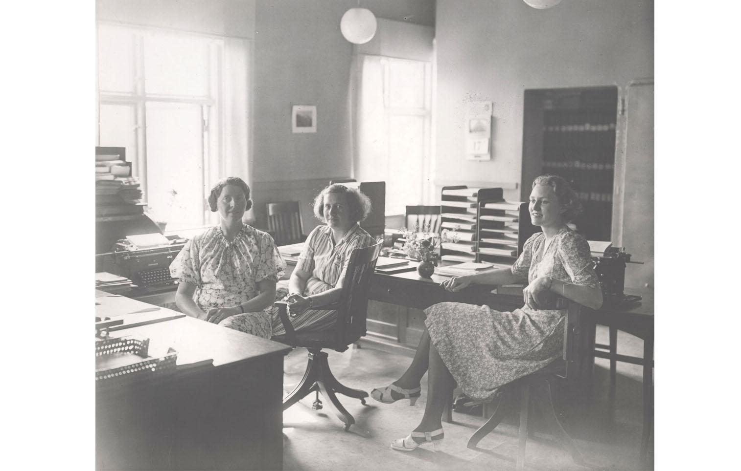 Ella Östman, Ingrid Jonsson, okänd.